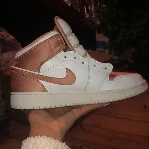 Air Jordan 1 Mid GS Rose Gold
